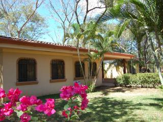 Playa Potrero,  Tropical Paradise 2 bdr  with pool