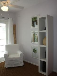 Bedroom corner detail