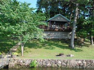 Sunset Cottage - One Story Home, Sloping Lot and Spacious Lake Views. 34MM Osage Arm (Harts Hollow), Sunrise Beach