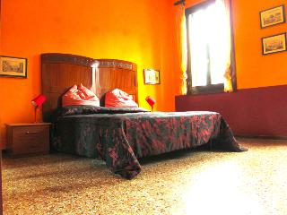Chromotherapy house, find new energy in colors!, Venecia