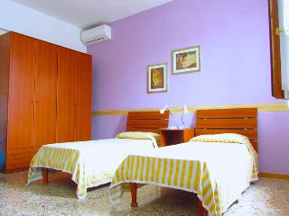 THE LILAC BEDROOM FOR 3 PEOPLE