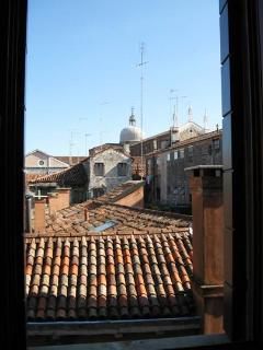 SmArt, The Outside View on Venetian roofs
