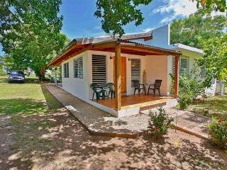 Casa LunaLlena, walk to beaches & harbor promenade, Isla de Vieques