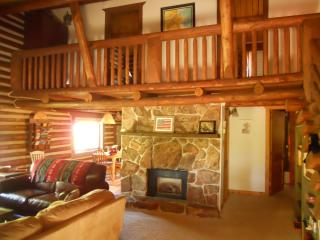 Charming Log Cabin w/Hot Tub, Deck, Ping Pong,Wifi