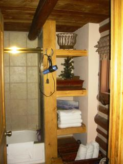 Bathroom Shelves/Tub
