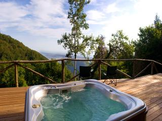 275 - Honeymoon Villa with Views and Hot Tub