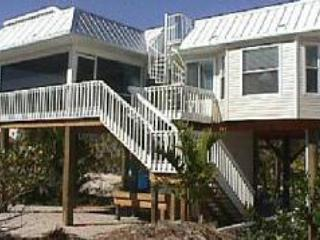 Romantic Beach House w/ private pool & rooftop spa, isla de Captiva