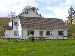 ROCKFIELD HOUSE, family friendly, country holiday cottage, with a garden in Moyc