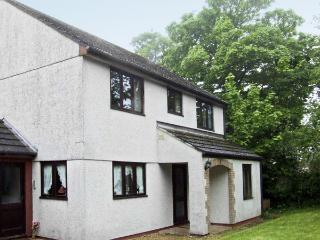 BROOKFIELD, pet friendly, country holiday cottage, with a garden in Tregony, Ros