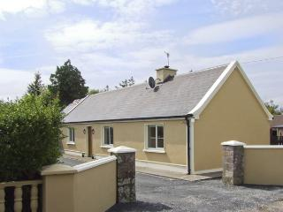 HAYFIELD COTTAGE, family friendly, country holiday cottage, with a garden in Kil
