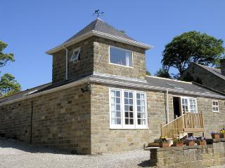 TOWER COTTAGE, pet friendly, character holiday cottage, with a garden in Aislaby