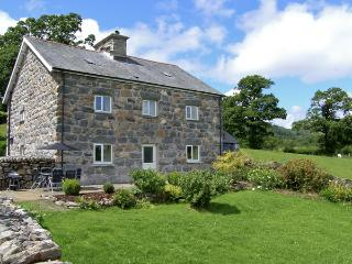 TY MAWR, family friendly, luxury holiday cottage, with a garden in Llanuwchllyn,