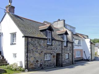 CHIRGWIN COTTAGE, family friendly, character holiday cottage, with a garden in