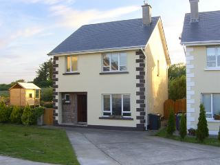 19 RIVER GLEN, pet friendly, with a garden in Curracloe, County Wexford, Ref 407