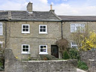 SUNNYMEDE, pet friendly, country holiday cottage, with a garden in Masham, Ref