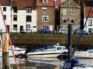 Laverick Steps: 4 star romantic cottage for two!, Whitby