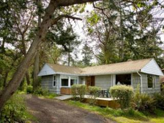 172 - Cove Cottage- waterfront, rustic cottage for a perfect Whidbey Getaway, Coupeville