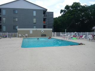 Nice & Convenient just steps away, Shore Drive, Myrtle Beach APATB B #108