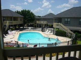 Inexpensive and Charming 2 Bedroom Guest Cottage with a Pool, Myrtle Beach SC