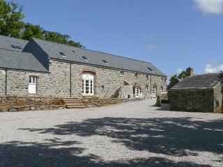THE GRANARY, pet friendly, country holiday cottage,with a garden in Newborough, Ref 4198