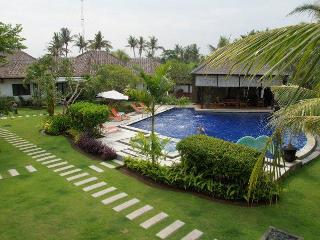 Romantic beachfront 4 villas resort, Gianyar