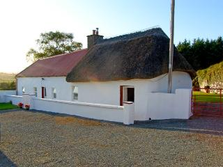 CARTHY'S COTTAGE, pet friendly, character holiday cottage, with a garden in Dung