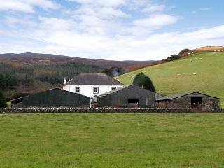 HOMESTONE FARM, pet friendly, country holiday cottage, with a garden in Campbelt