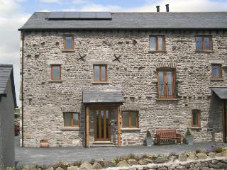 ETLAND HOUSE, pet friendly, character holiday cottage, with a garden in Preston Patrick, Ref 3784
