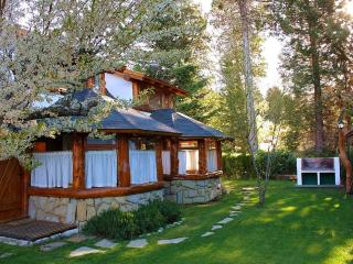 Charming Cottage Minutes from Downtown Bariloche, San Carlos de Bariloche