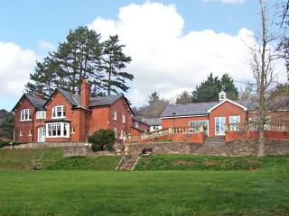 THE CROFT, family friendly, luxury holiday cottage, with pool in Peterchurch
