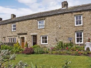 MARGARET'S COTTAGE, pet friendly, country holiday cottage, with a garden in Low Row Near Reeth, Ref 4209