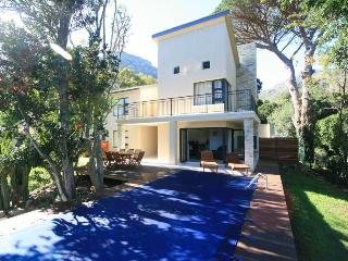 Sentinel View, Hout Bay. Luxury 4 bedroom Villa.