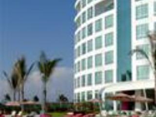 Edificio Crowne Plaza frente al mar
