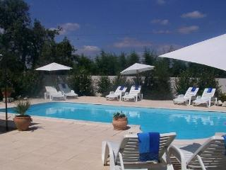 Farmhouse and Barn sleeps 22 with 2 pools, jacuzzi, sauna. Catering available