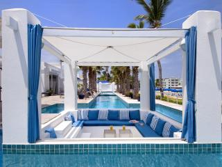 AAA Prime Oceanfront Villa Corinne + Private Pool, Philipsburg