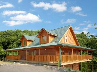 Wonderful Family Cabin 1 mile from Dollywood (WiFi, Sevierville