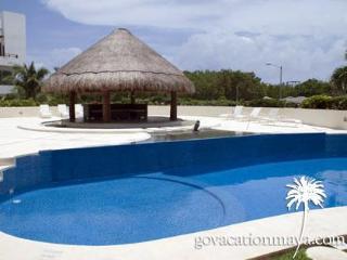 Feel like in home!  Coco Beach area, Noche 3, Playa del Carmen