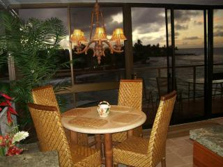 LUXURIOUS OCEAN FRONT PENTHOUSE 407 @ Kuhio Shores, Poipu