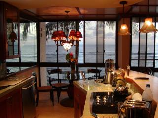 Gorgeous OceanFront Honeymoon Suite @ Kuhio Shores, Poipu