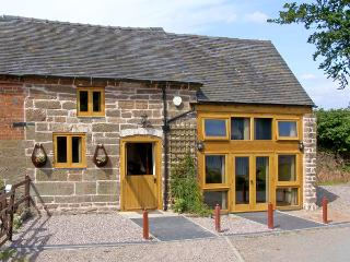 LAKESIDE COTTAGE, family friendly, character holiday cottage in Rosehill, Ref 42