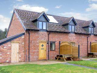 KITE'S NEST, pet friendly, character holiday cottage, with a garden in Eaton-Und