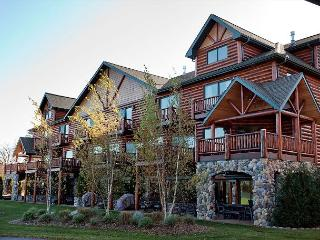 The Voyageur Crossings 8+ Bedroom Private Vacation Rental Townhome, Eagle River
