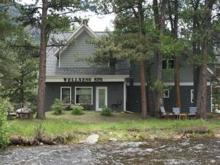 FEB sale! stay 2 get 3rd FREE! LUX home on river!, Estes Park