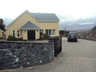 Wild Atlantic Way. 6 BR-sleeps 12- Wifi- Sea View, Glenbeigh