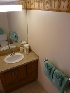 Fully renovated Bathroom - Maui Kai 806 - www.mk806.com