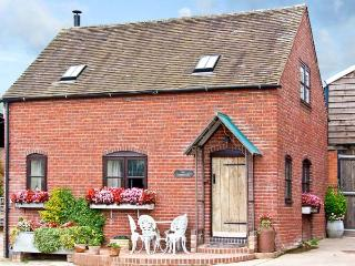 THE CORN HOUSE, family friendly, character holiday cottage, with open fire in Leighton, Ref 4210, Ironbridge Gorge