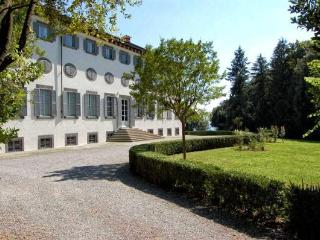 Historic 2 Bedroom Villa in Lucca, Italy, Matraia