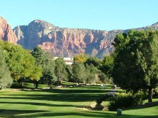 SEDONA MAGIC - CONVENIENT TO HIKING - ON SITE GOLF -TENNIS - POOL/SPA (Seasonal)