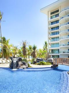 Diamante del Sol pool and beach