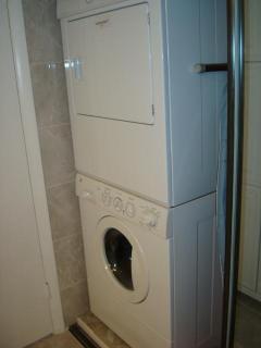 Full size commercial piggy-back Washer/Dryer